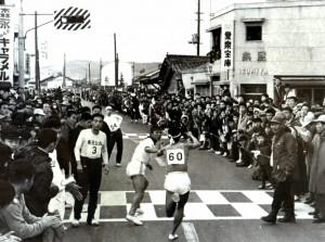 012 昭和30年代 中国駅伝で審判長をつとめる藤野保